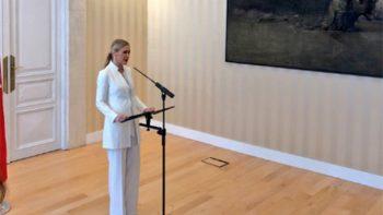 Cae presidenta de Madrid por escándalo de robo de cremas