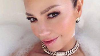 Critican a Thalía en Instagram por fotos en lencería