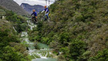 Vuela sobre la cascada de Micos… en bicicleta