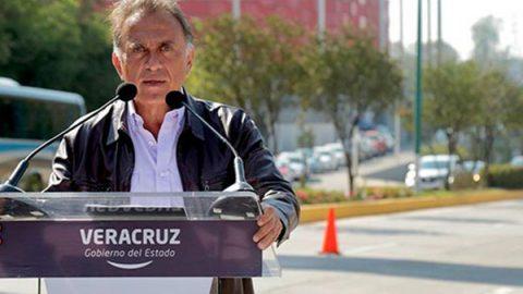 Yunes entrega tarjetas de descuentos en proceso electoral en Veracruz