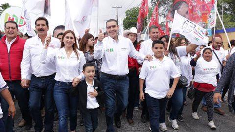 Se compromete Treviño ampliar servicios de salud en Juárez