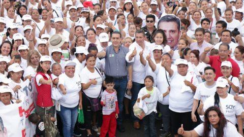 Se compromete Heriberto a ampliar servicios de salud comunitarios