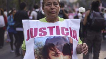 Madres de desaparecidos marchan en los estados
