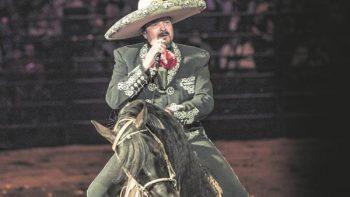 Pepe Aguilar pide que voten por quien se les dé la gana
