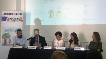 Activistas presentan reportaje sobre adopción en México