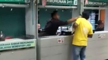 Agente de inmigración en Malasia golpea a un extranjero (VIDEO)