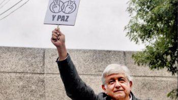 Se compromete AMLO a resolver caso de Mexicana de Aviación