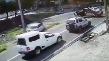 Asaltantes atropellan a dos policías en carretera de Morelos