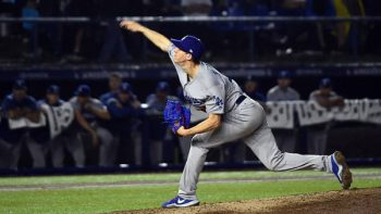 Vive Monterrey noche mágica; Dodgers lanzan juego sin hit ni carrera