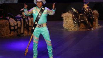 Bronco convierte el Auditorio en un jaripeo