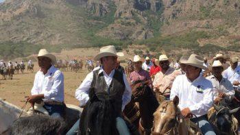 Arma 'El Bronco' cabalgata en Durango