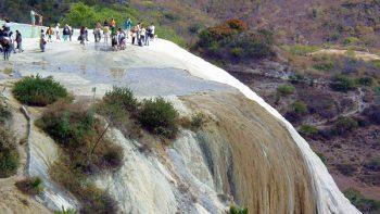 Conoce las cascadas petrificadas de Hierve el Agua