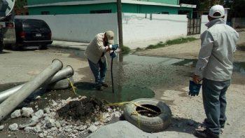 Limpia COMAPA más drenajes llenos de desechos