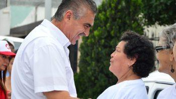 Ofrecerá César Garza servicios de salud de primer nivel