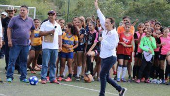 Propone Cristina Díaz deporte total en Guadalupe