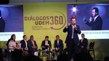 Expone Adrián de la Garza propuestas a jóvenes de la UdeM