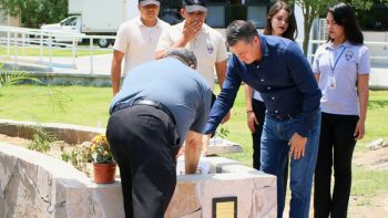 Participa García en inauguración de monumento en preparatoria militarizada