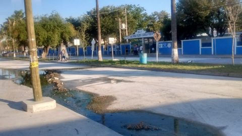COMAPA da solución a brote de aguas negras en bulevar Del Maestro