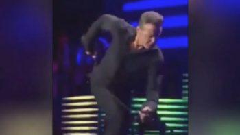 Luis Miguel sufre momento incómodo durante concierto