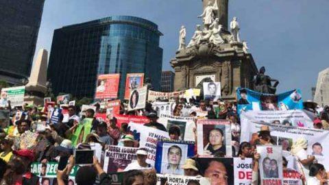Madres de desaparecidos hacen mitin en el Ángel de la Independencia