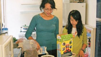 Madres mexicanas, pertenecen a la generación 'sándwich': BM