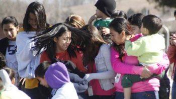 Desesperanza; mamás migrantes pasan detenidas su día en EU