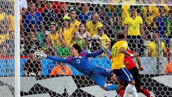 La atajada de Guillermo Ochoa a Neymar en Brasil 2014