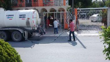 Llevan pipas con agua a Cumbres y sectores vecinos