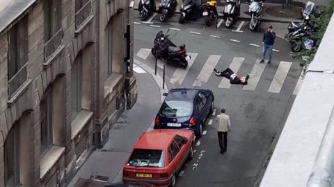 Sujeto acuchilla a varios peatones en centro de París