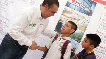 Promete Heriberto Treviño construir centro comunitario en Real de San José