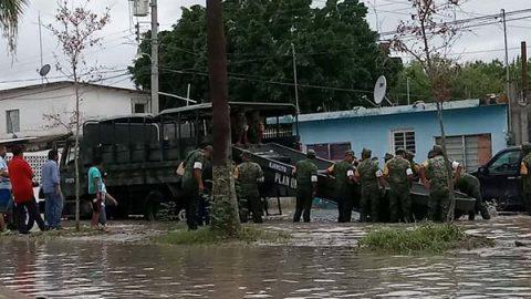 Soldados del Plan DNIII rescatan familias en Rancho Grande