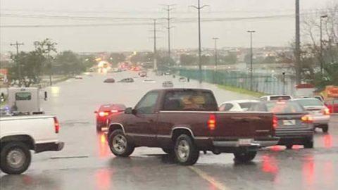 Diluvio provocan caos e inundaciones en Reynosa