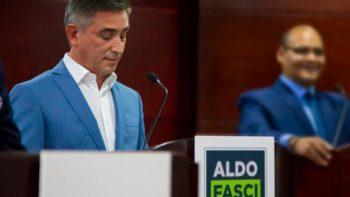 Aldo Fasci abandona debate en Monterrey en protesta