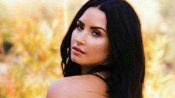 Demi Lovato presume sus curvas frente al espejo