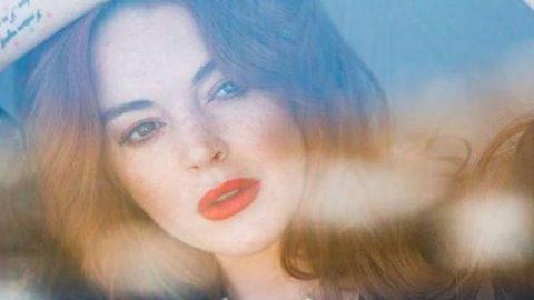 Lindsay Lohan impacta con escote