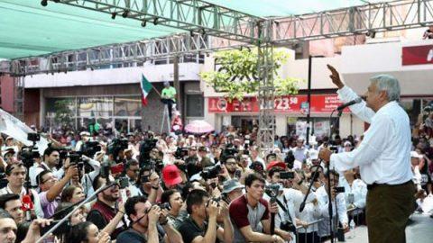 AMLO urge a EPN detener actos racistas de EU a migrantes