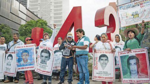 Padres de los 43 normalistas exigen reunión con Ministro de la SCJN
