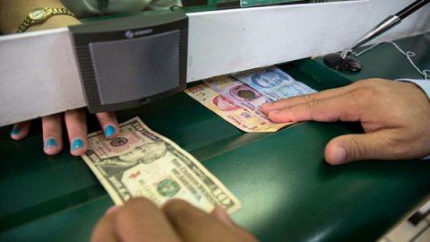 Llega dólar a los 20.93 pesos en ventanillas