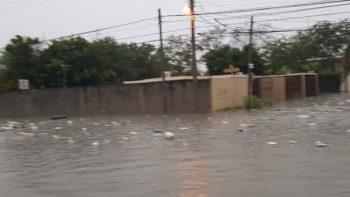 Exhortan no tirar basura en calle, causa taponamientos en alcantarillas