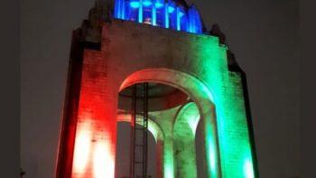Iluminan monumentos para celebrar la designación del Mundial 2026
