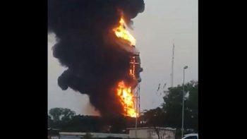 Graban incendio en refinería de Minatitlán, Veracruz