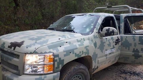 Hallan cadáver dentro de camioneta clonada del Ejército en Guerrero