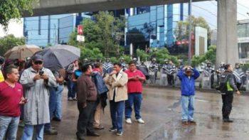 Profesores de la CNTE se manifiestan en TV Azteca