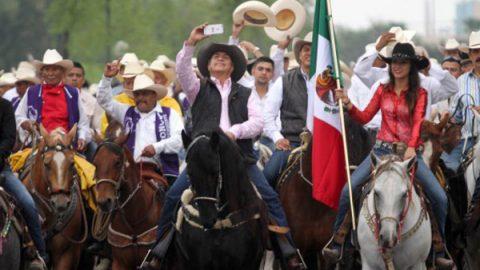 'El Bronco' hace cabalgata en Montemorelos para cierre de campaña