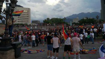 Comunidad LGBT marcha exigiendo respeto