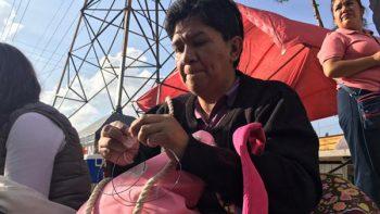 Padres esperan a sus hijos mientras realizan examen para la UNAM