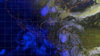 Reportan olas de 3.2 metros de altura por huracán Bud en Mazatlán