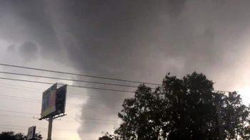 Captan la formación de un tornado en Guadalajara