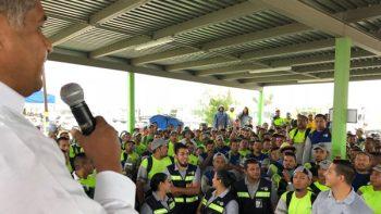 Se compromete Víctor Fuentes a mejorar transporte al Interpuerto