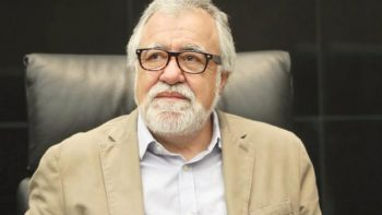 AMLO elige a Encinas para dar seguimiento a normalistas desaparecidos